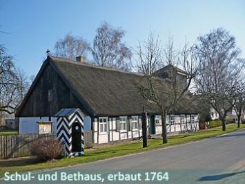 Schul und Bethaus erbaut 1764 360,