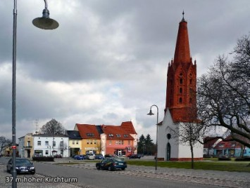37-m-hoher-Kirchturm