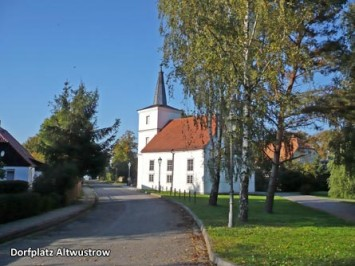 Dorfplatz-Altwustrow