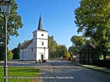 Kirche-Altwustrow-mit-beruehmter-Papierdecke