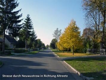 Strasse-durch-Neuwustrow-in-Richtung-Altreetz
