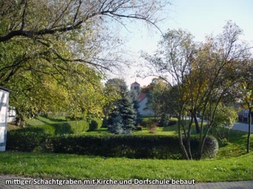mittiger-Schachtgraben-mit-Kirche-und-Dorfschule-bebaut